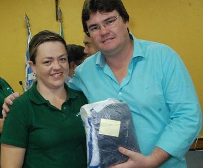 Prefeitura e Câmara entregam dezenas de kits de uniformes para profissionais de Amambai (63).JPG