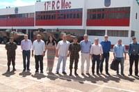 Câmara de Amambai reforça parceria com o 17º RC Mec
