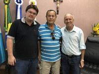 Presidente da Câmara recebe morador da Vila Limeira e atende reivindicações